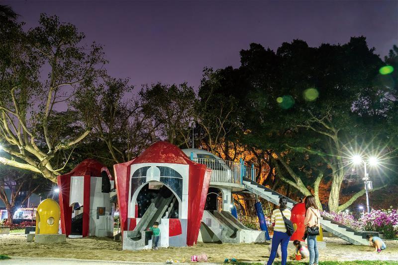 台北市政府回應特公盟的要求,在青年公園重建歷史悠久的太空堡壘。