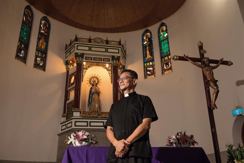 神父李漢民強調,聖母是耶穌的母親,信徒對她特別禮敬。