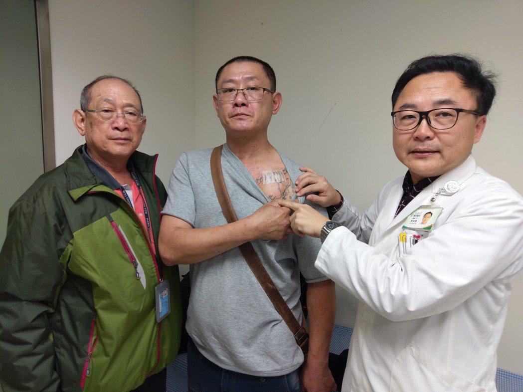 衛福部豐原醫院醫師說明,患者病變治療位置。圖/豐原醫院提供