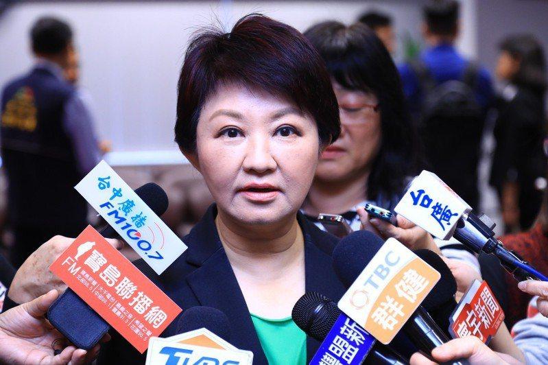 台中市長盧秀燕今早受訪說「談自經區我最專業」,她認為自經區應百分百採用台灣原料、雇用一定比例台灣人才,同時產品只准出口不准內銷。記者洪敬浤/攝影