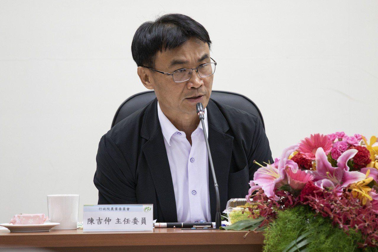 農委會主委陳吉仲今表示,台灣6月底仍未有口蹄疫傳出,7月就會送資料給世界動物衛生...