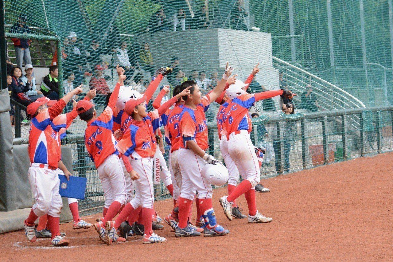 108年TOTO盃全國少棒錦標賽,新北市江承軒敲出滿貫砲。記者蘇志畬/攝影