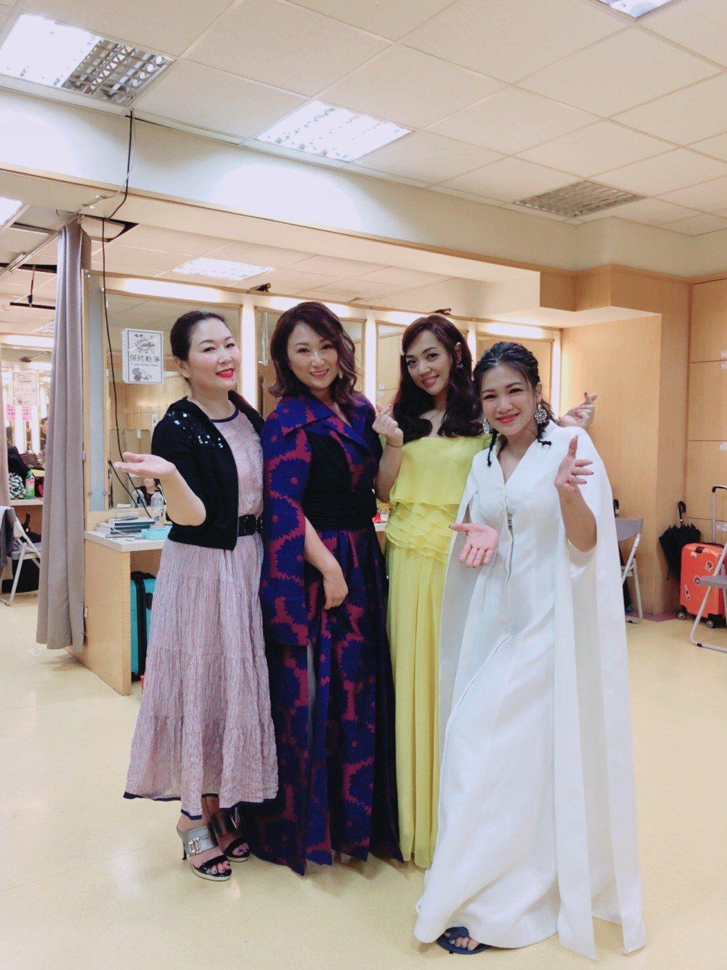 張秀卿(左起)到場支持好姐妹王瑞霞、秀蘭瑪雅、黃妃。圖/南星娛樂提供