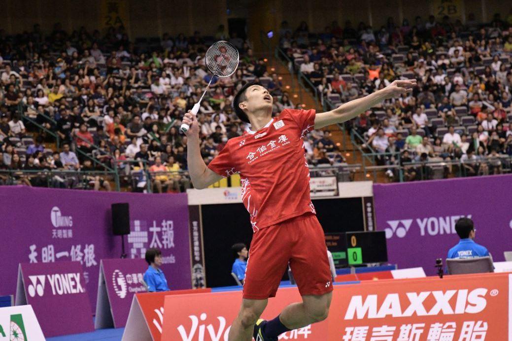 蘇迪曼盃C組小組賽,中華隊第三點由「一哥」周天成提拍上陣,花了55分鐘,以21:...