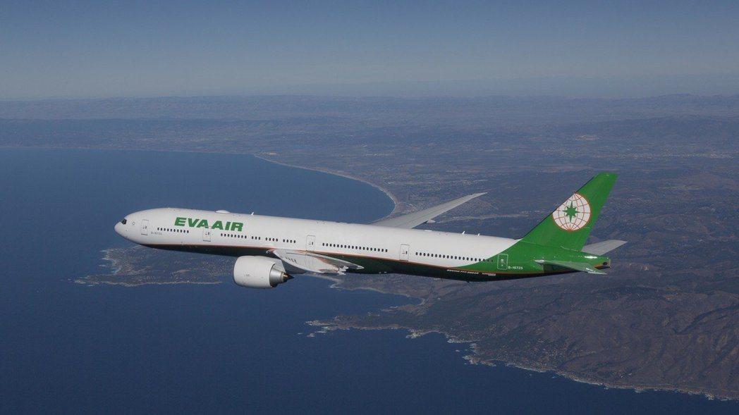 長榮、華航皆公告5月8日起調漲燃油附加費。 圖/長榮航空提供