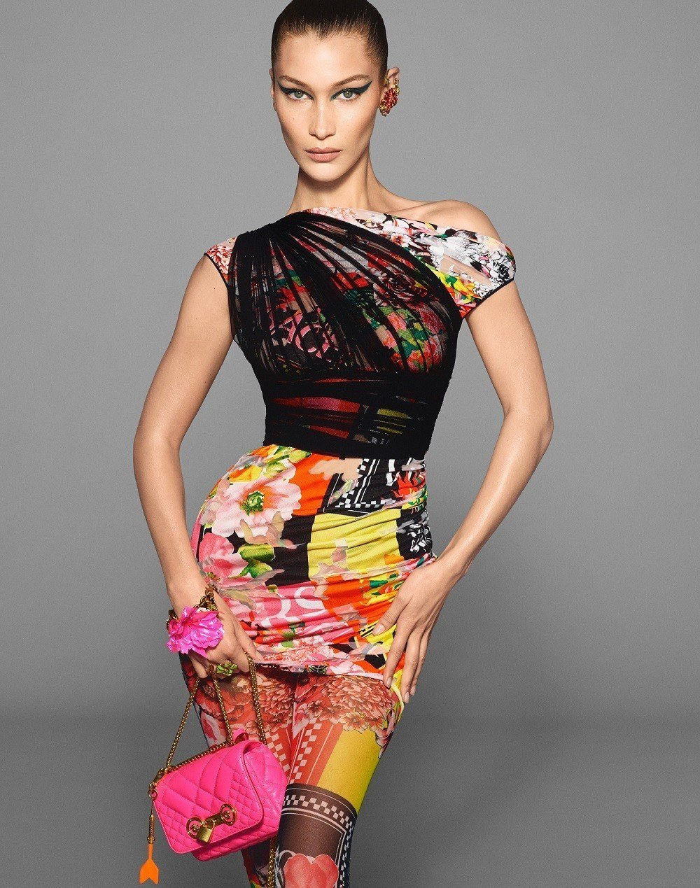 在春夏廣告中可以見到超模貝拉哈蒂德展演樣式、尺寸多元的Icon Quilted系...
