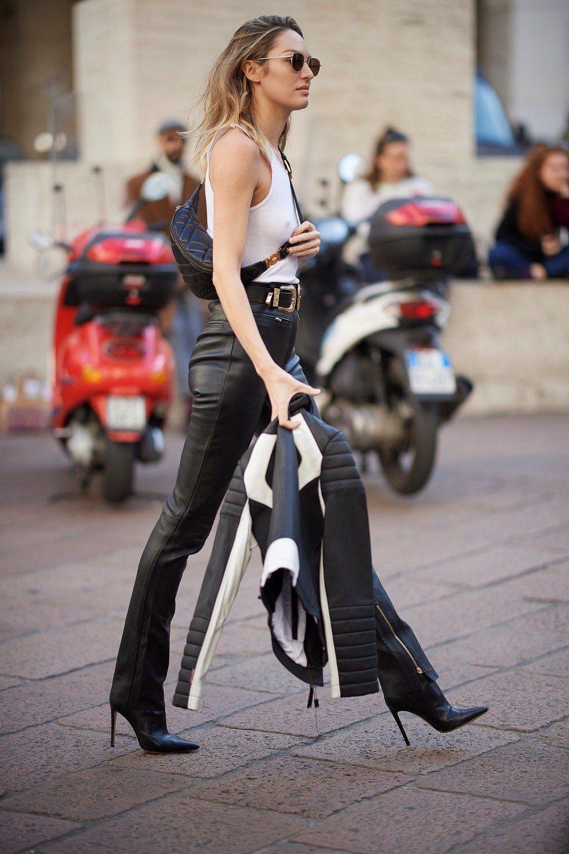 超模坎蒂絲史汪尼普肩背Versace Icon Quilted腰包。圖/Vers...