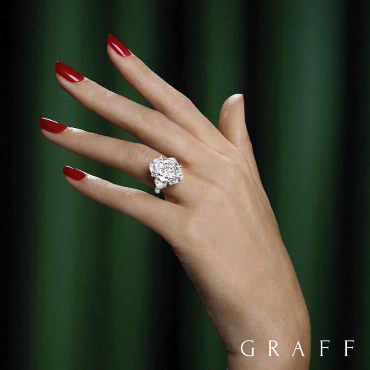 格拉夫由傳奇名鑽原石Lesedi La Rona切割出的11.12克拉橢圓形主鑽...
