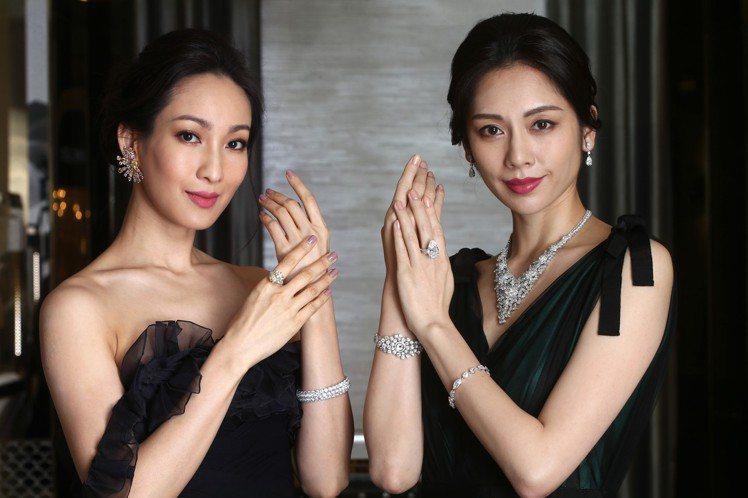 (左)模特兒配戴全新以太陽為靈感的耳環共鑲嵌黃、粉、綠色彩鑽,搭配20.66克拉...
