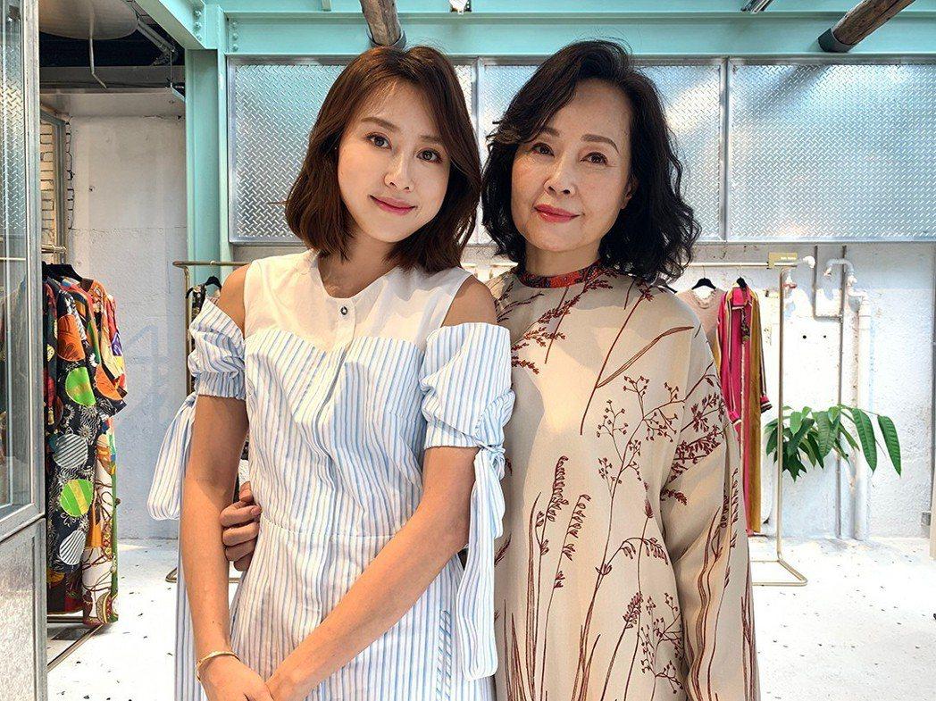 房思瑜(左)與媽媽感情好。圖/TVBS提供