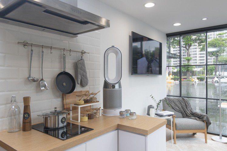Dyson Home科技家居體驗屋內設置了客廳、臥房、書房、廚房等情境區。圖/恆...