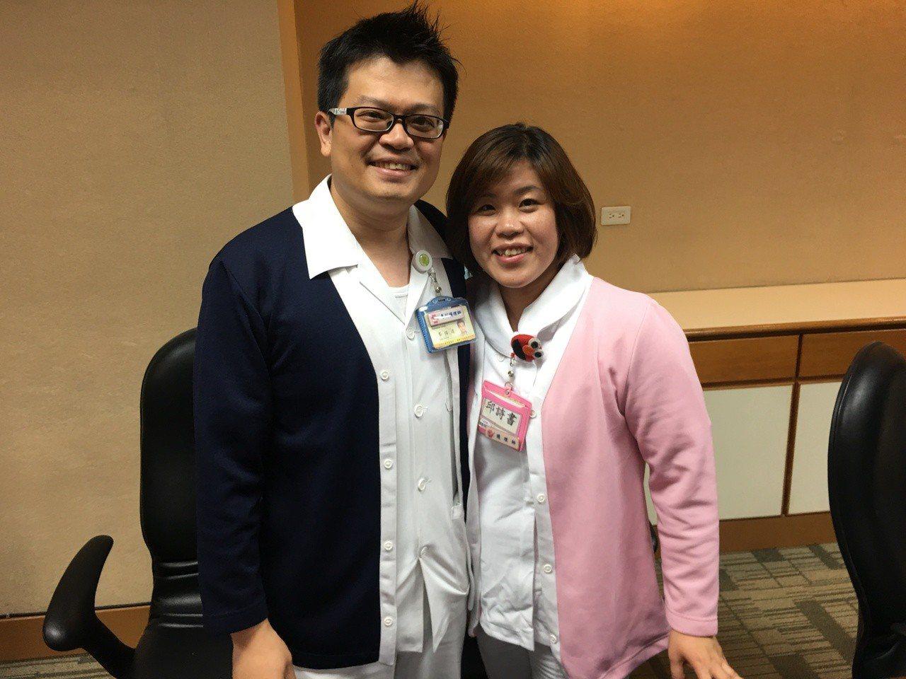 台北榮總的夫妻護理檔李侑達(左)及妻子邱詩書(右)。記者鄧桂芬/攝影