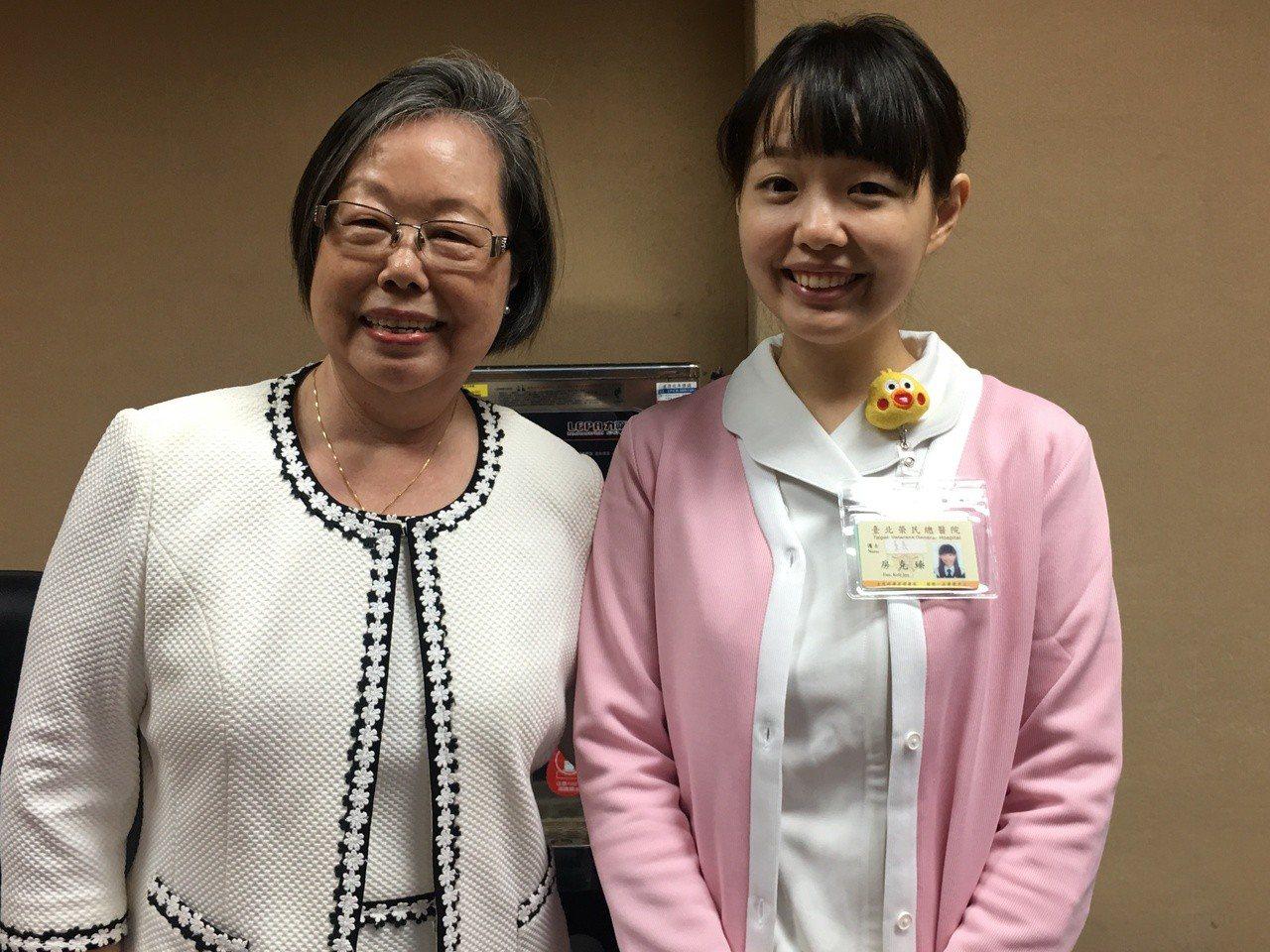台北榮總的母女護理檔何海珠(左)及小女兒房克臻(右)。記者鄧桂芬/攝影