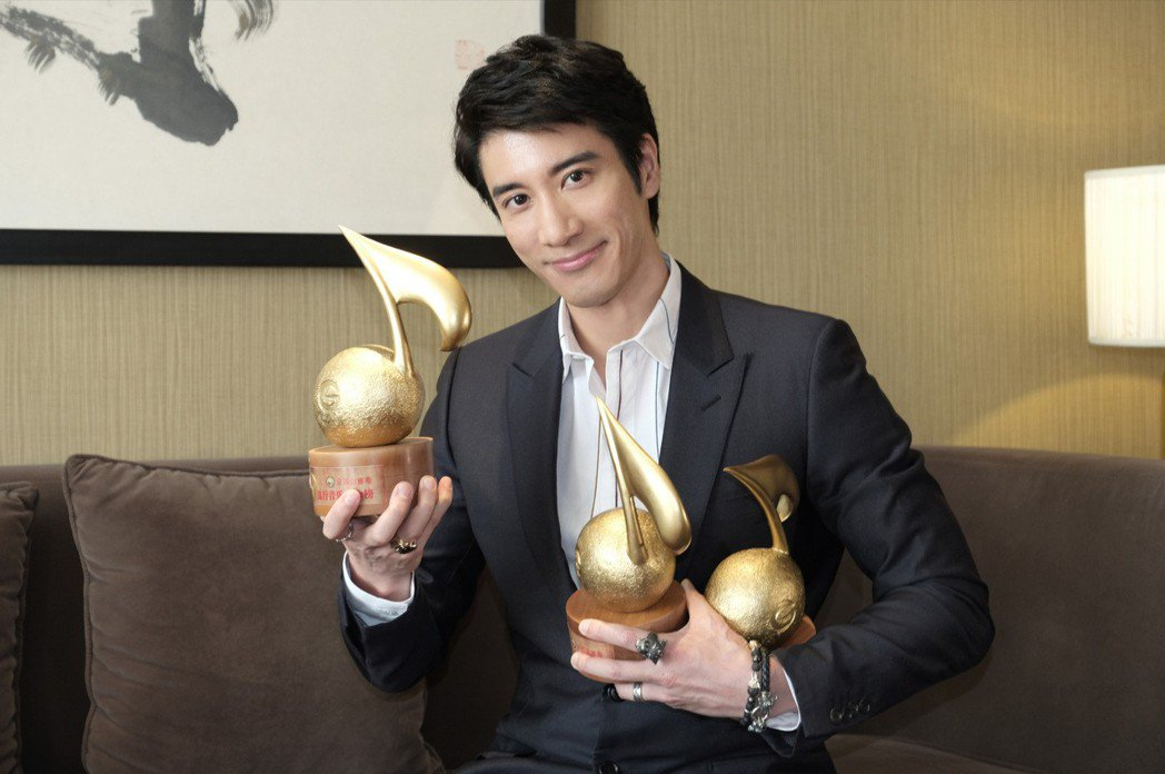 王力宏將過43歲生日,直呼獎項是最棒的禮物。圖/Hit Fm提供
