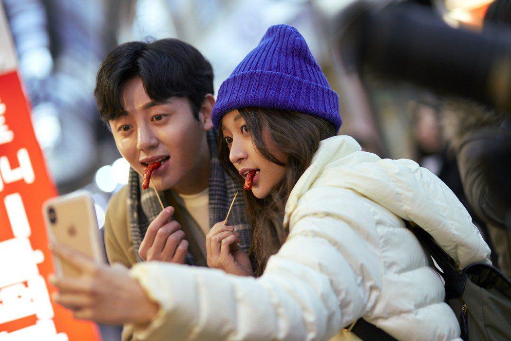 韓星李知勳(左)戲裡戲外都相當親和。圖/WebTVAsia Taiwan提供