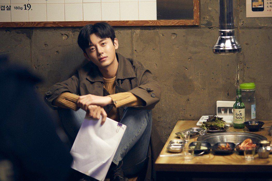 韓星李知勳大展「暖男烤功」。圖/WebTVAsia Taiwan 提供