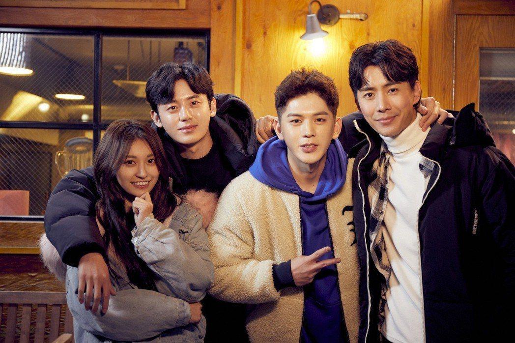 祈錦鈅(左起)、韓星李知勳、金海星、温以飛演出「愛聊在一起」。圖/WebTVAs...