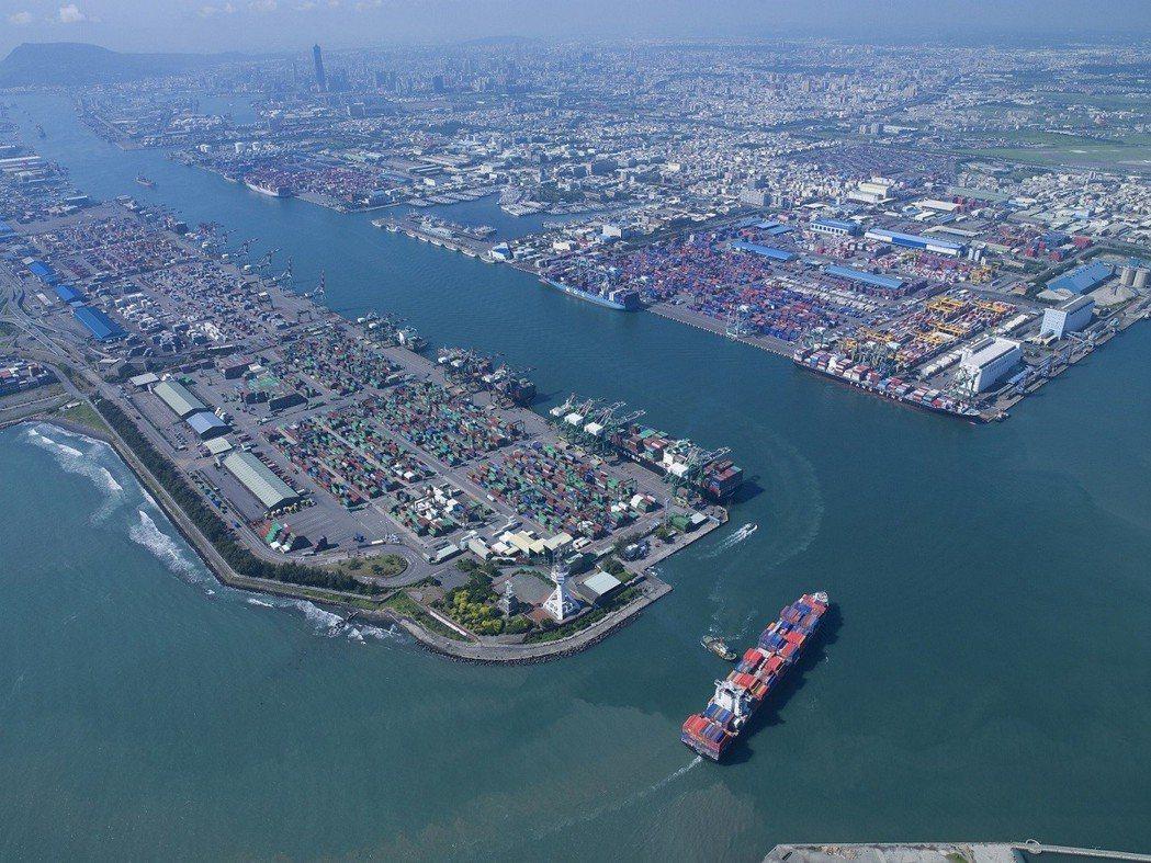 當年第一階段自由經濟示範區,第一波公布五海一空自由貿易港區,高雄港是其中之一。圖...