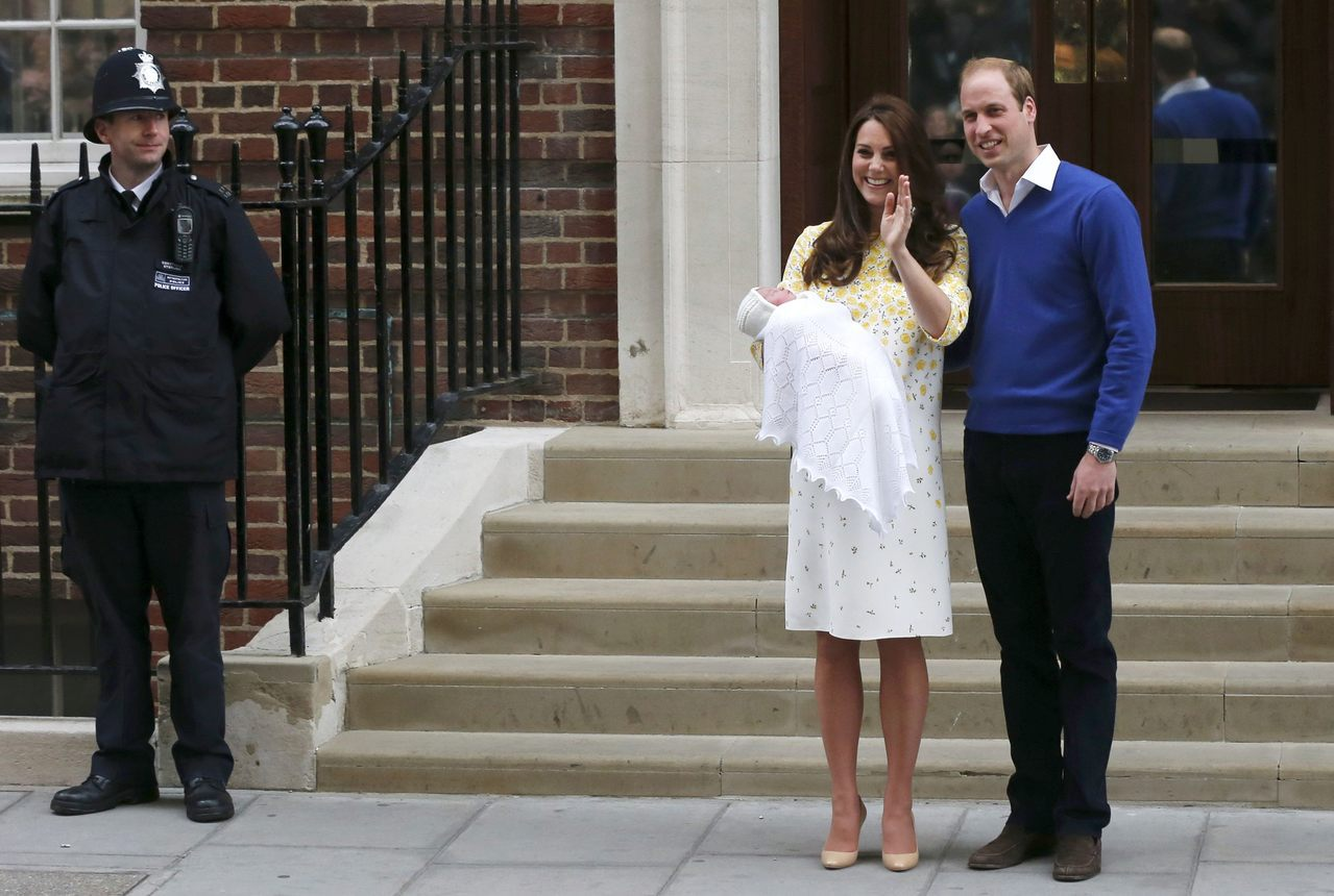 生產後抱著嬰兒在全球媒體中亮相,是英國王室行之有年的慣例。 (路透)