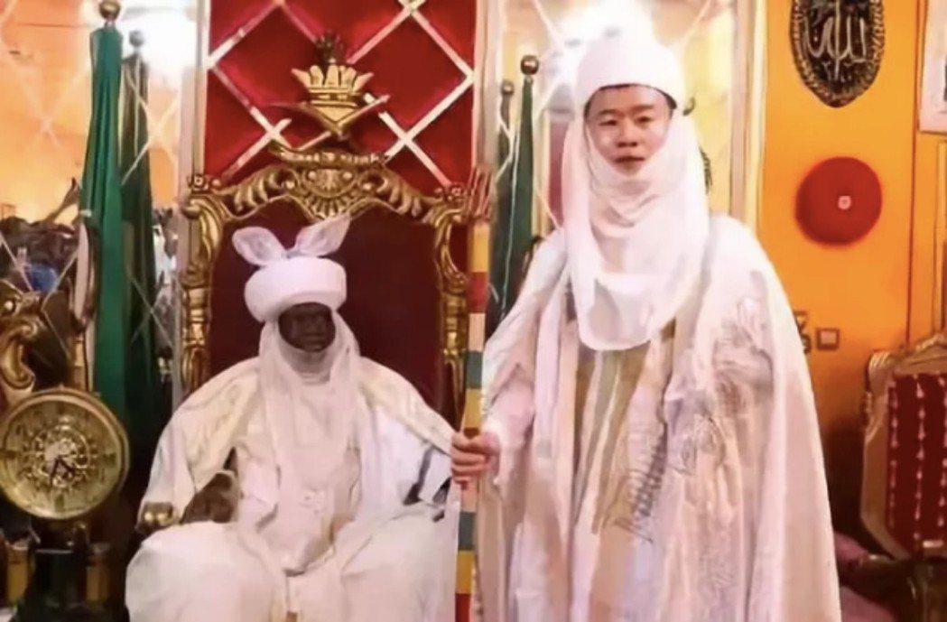 34歲來自河南的孔濤成為奈及利亞的酋長。 圖/翻攝自微信公眾號「長安街知事」