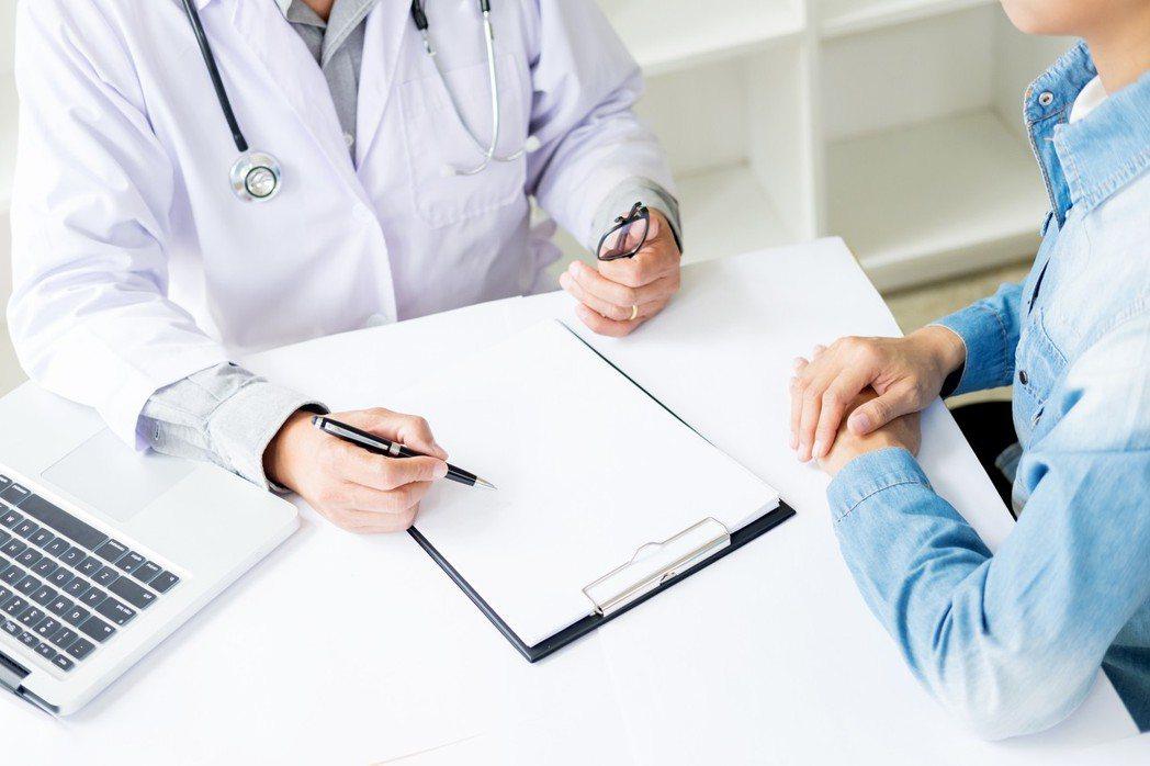 醫者,除治病外,還需給病人健康的心理建設,有希望才有明天。 圖片/ingimag...