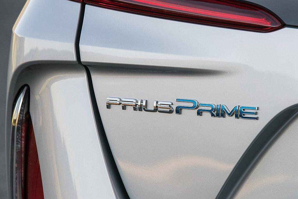 Toyota Prius Prime相比Prius,具備電池容量更大、純電行駛里...