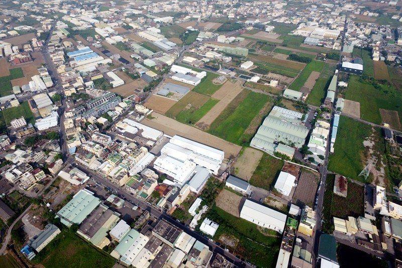 彰化鹿港頂番婆地區雖是農業區,卻密布違章工廠。 圖/彰化縣環保聯盟提供