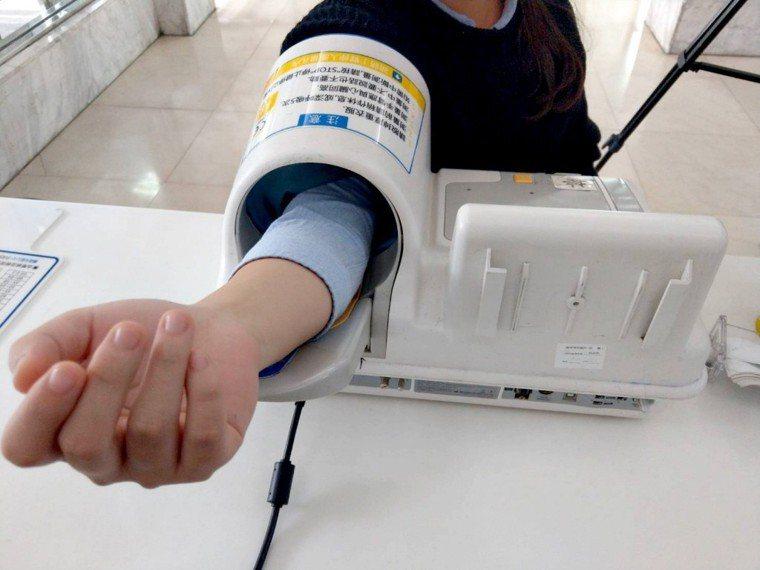 量血壓示意圖。報系資料庫