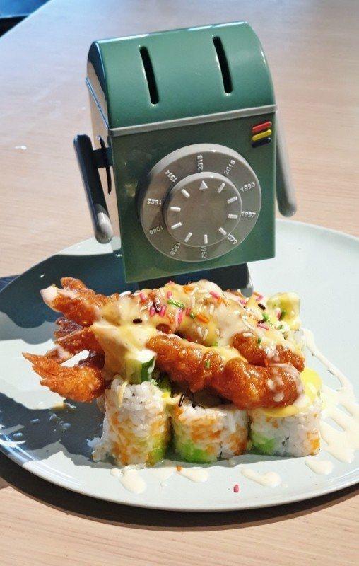 火山卷「寶島風情旺來漬海皇」,靈感來自台式料理鳳梨蝦球。 徐谷楨/攝影