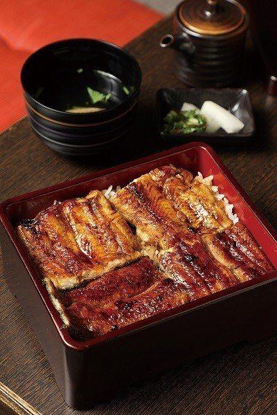 鰻重(大)480元/4片鰻魚重加鰻魚肝湯,職人堅持的純熟技法,入口瞬間即能感受到...