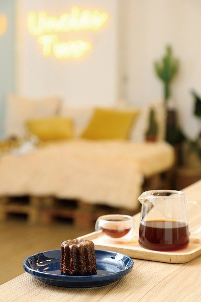 可麗露80元(前)/融入大溪地香草莢、高級黑色萊姆酒的傳統風味,皮薄濕潤層次多元...