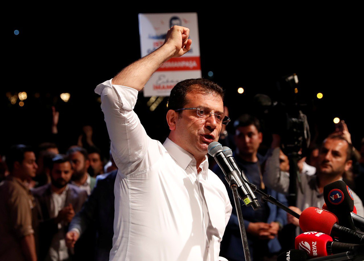 土耳其選委會決定伊斯坦堡市長重選後,當選該市市長的伊瑪莫魯6日向支持者發表談話。...