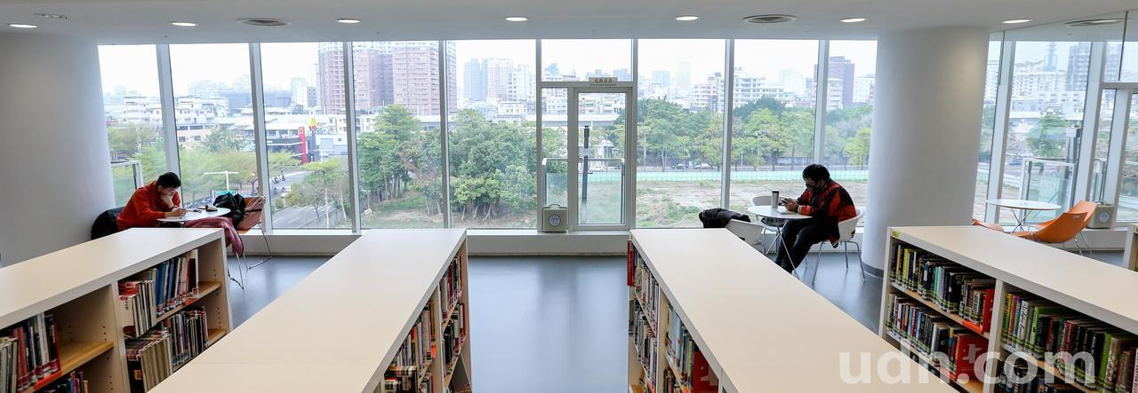 教育部昨表示,年底前將在國立圖書館首度試辦公共出借權,將於一、兩個月內成立專案小...