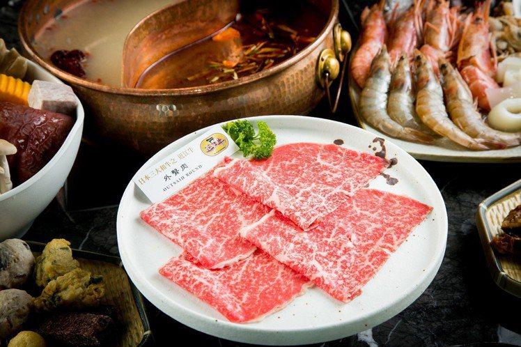 豪華雙人套餐中,可品嚐到日本近江牛的「外臀肉」。圖/Beef King提供