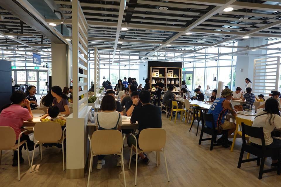 IKEA新店店是唯一擁有河濱公園景觀的IKEA瑞典餐廳。圖/摘自IKEA新店店臉...