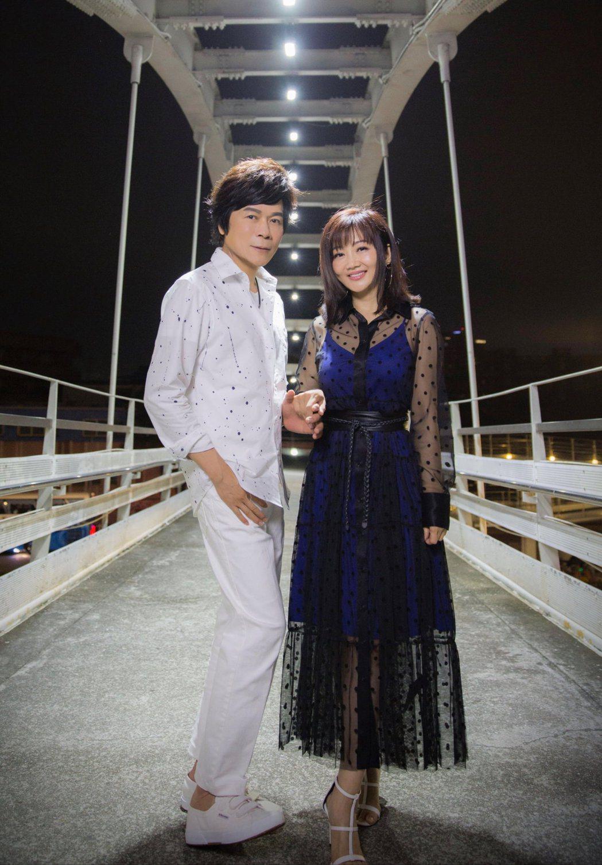 洪榮宏(左)、張瀞云夫婦推出浪漫對唱情歌。圖/華特提供
