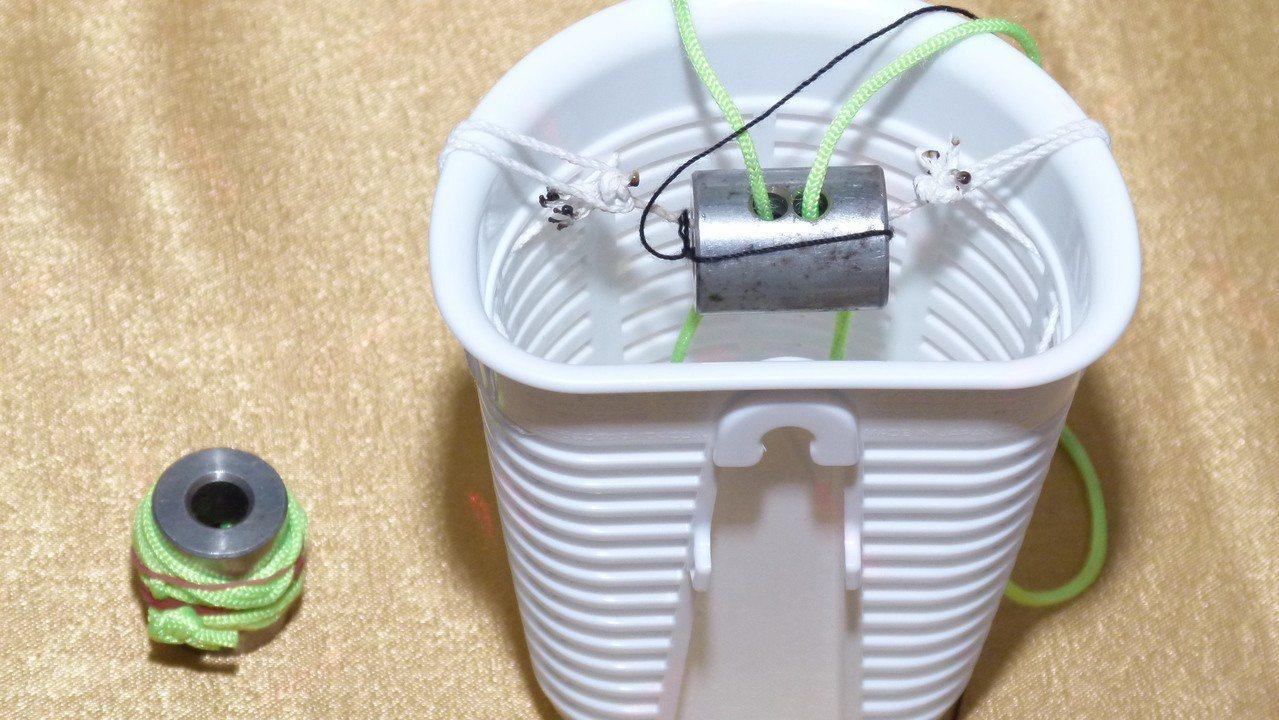「簡易救難裝置」可以輕鬆把物資或藥材送進災區。記者鄭國樑/攝影