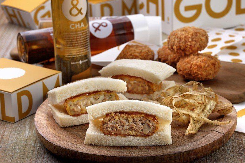 2號店獨家推出「牛肉名氣餅三明治」、「雞肉名氣餅三明治」等輕食套餐料理。圖/金葉名氣餅提供