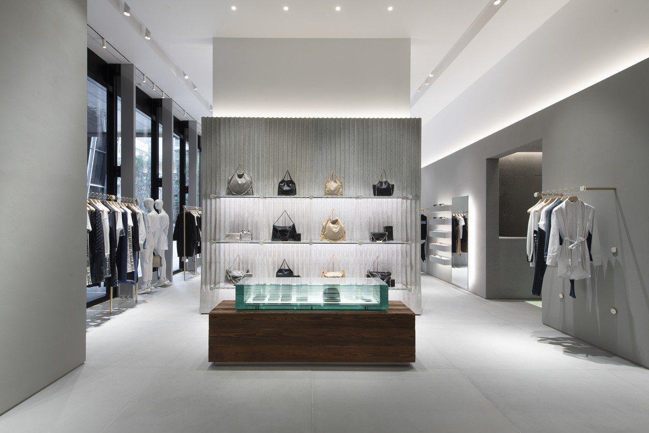 Stella McCartney微風南山店從設計到選材都盡量不使用傳統的奢侈物料...