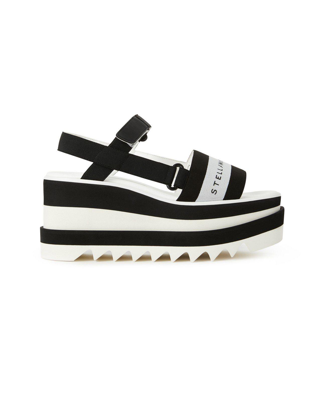 黑白厚底涼鞋 ,18,700。