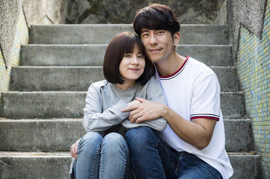 修杰楷(右)與林予晞在「天堂的微笑」中演夫妻。圖/TVBS提供