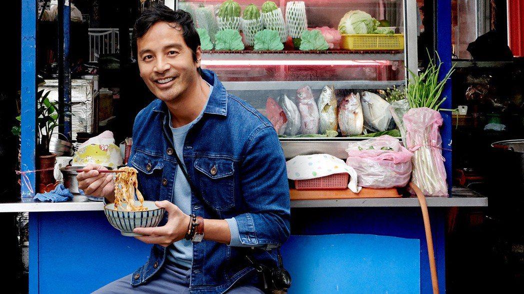 在歐美時尚界頗具知名度的蔡宇,回台灣拍攝新節目「街是美食」。圖/Star Wor
