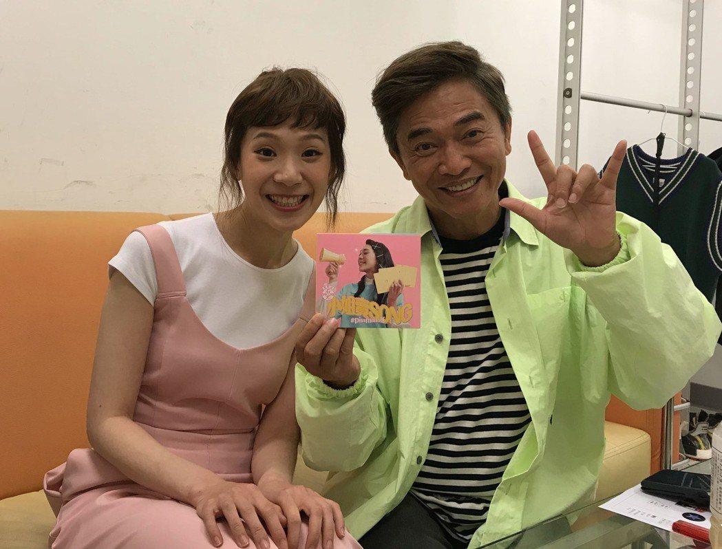 YOYO石尤(左)上吳宗憲的節目宣傳。圖/李欣芸音樂提供