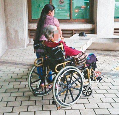 高齡長者因漸衰老,生活自理能力下降,家人想聘雇外籍看護陪伴,卻常因巴氏量表開立門...
