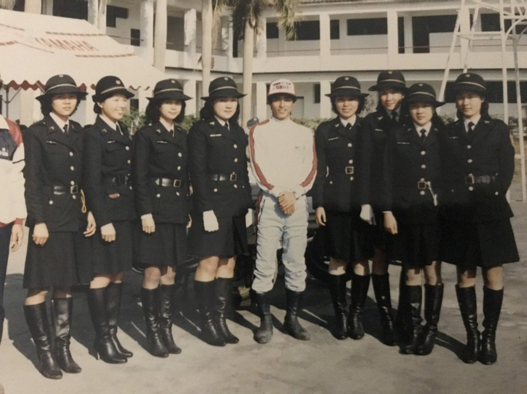 1983年台中市警局交通隊(女警分隊)成軍,市警局找來日本車廠的技師為女警上課,...
