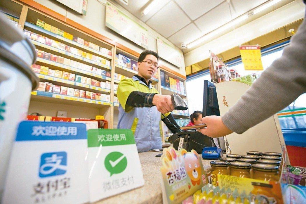 在支付寶、微信支付帶動下,大陸行動支付普及率冠全球。 (中新社)