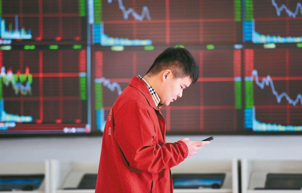 目標到期債券基金熱賣,但這類商品仍有風險,並非保本保息。 本報系資料庫