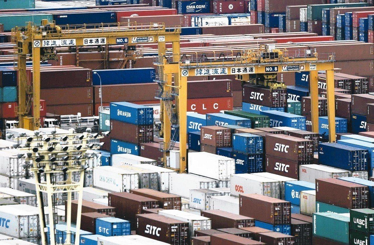 出口商持續受到全球貿易紛爭與英國脫歐有關的破壞因素影響。 路透