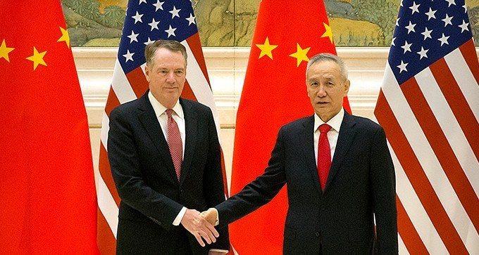 賴海哲(左)與劉鶴。美聯社