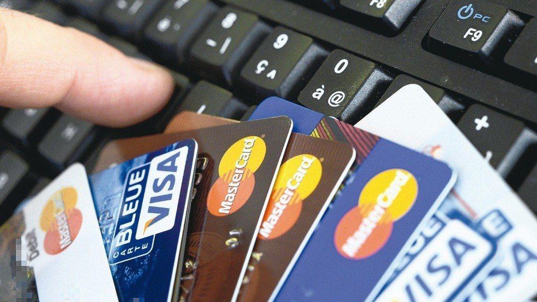 今年哪一張信用卡刷卡繳稅最好用? 報系資料照